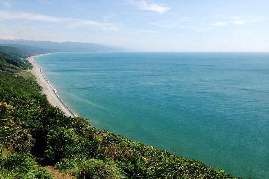 【微旅行到府接送】走進斯卡羅的海與草源~阿塱壹古道、跳越水上草源二日