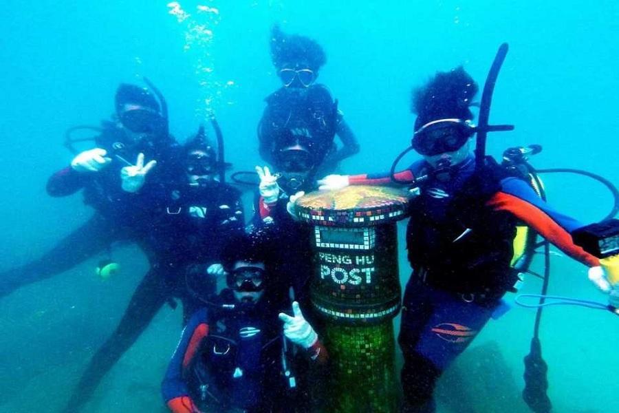 體驗潛水、海底郵筒寄明信片